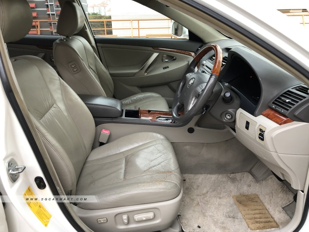 Toyota Camry 2.0A (New 10-yr COE)