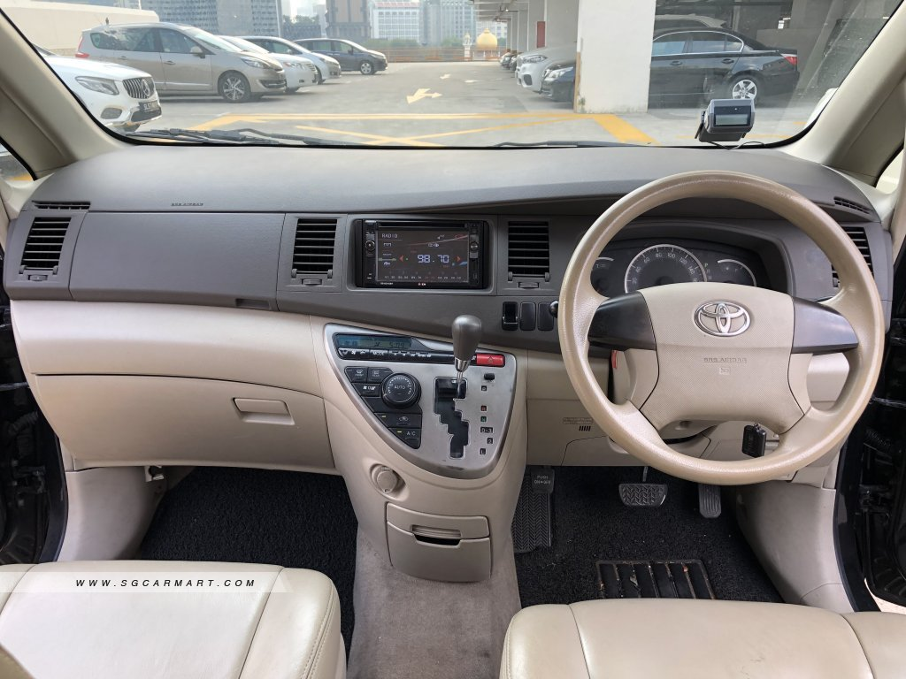 Toyota ISIS 1.8A LX (COE till 03/2024)