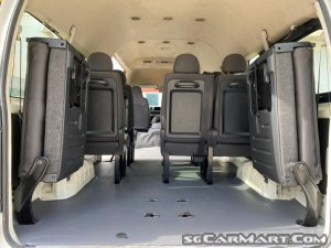 Toyota Hiace Commuter 3.0A High Roof