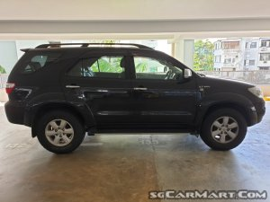 Toyota Fortuner 2.7A (New 10-yr COE)