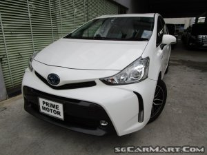 Toyota Prius Alpha Hybrid 1.8A S
