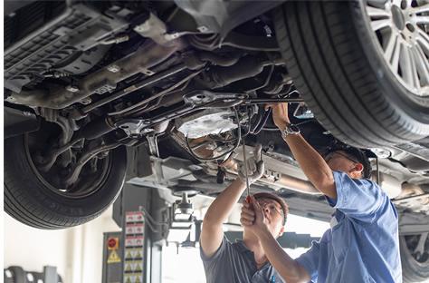 2 Men Fix Car