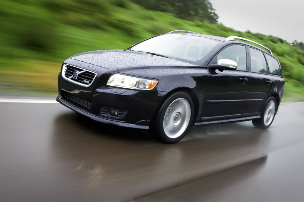 Volvo Recalls Cars For Power Seat Problems