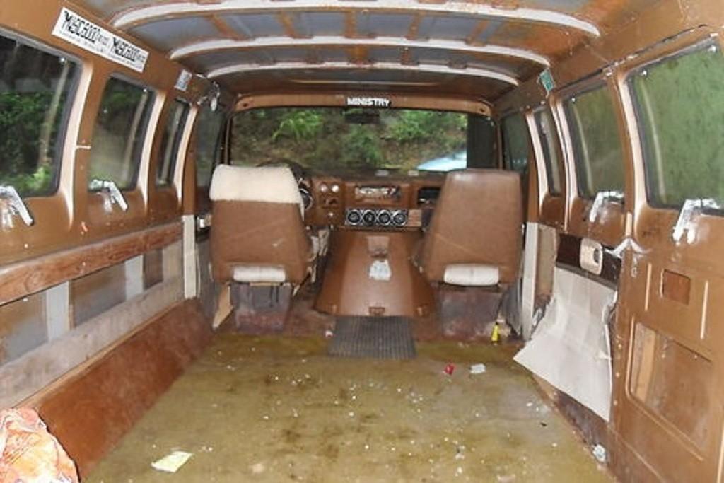 1972 Dodge Van decorated by late Nirvana's Kurt Cobain goes